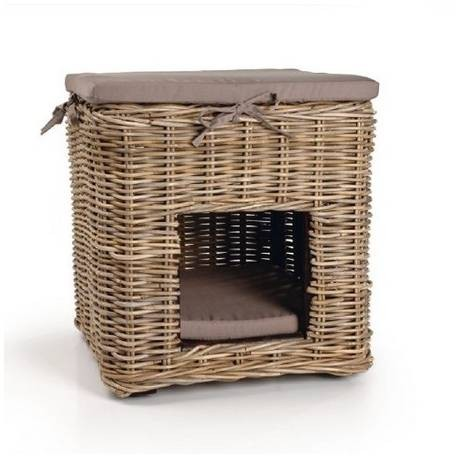 House Basket with Pillows